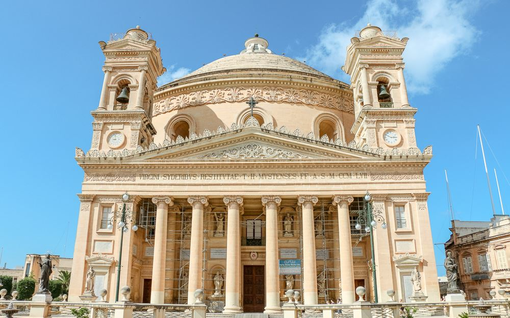Vorderseite der Rotunda in Mosta