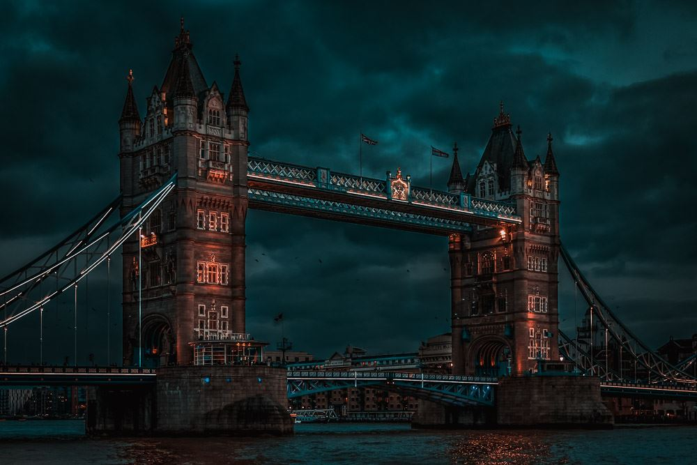 Die Tower Bridge in London in der Nacht