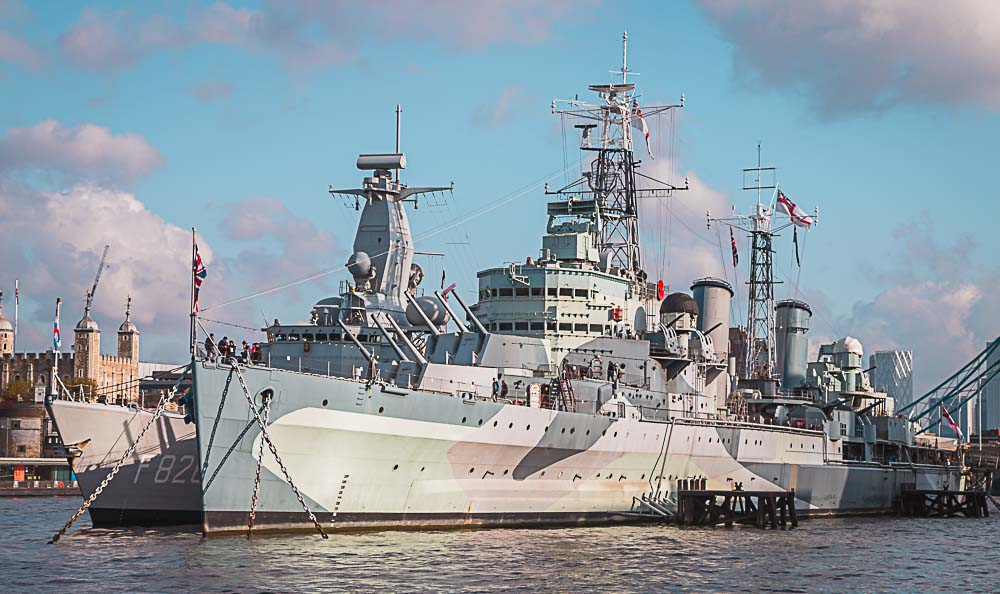 HMS Belfast am Ufer der Themse in London