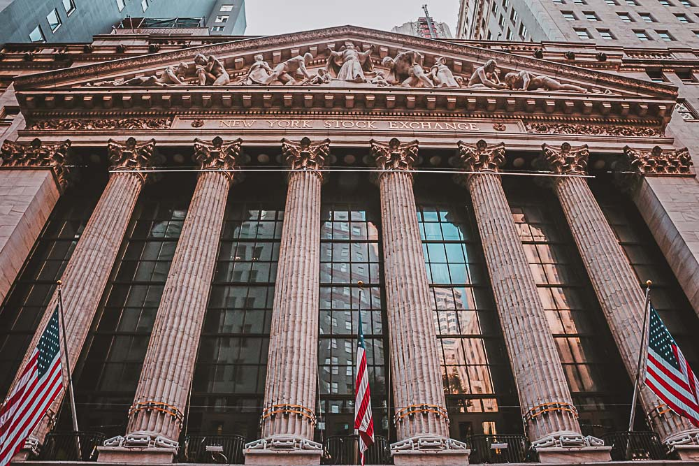 Eingang der New York Stock Exchange in den USA