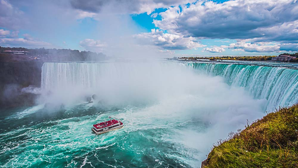 Boot vor den Niagara Falls in den USA