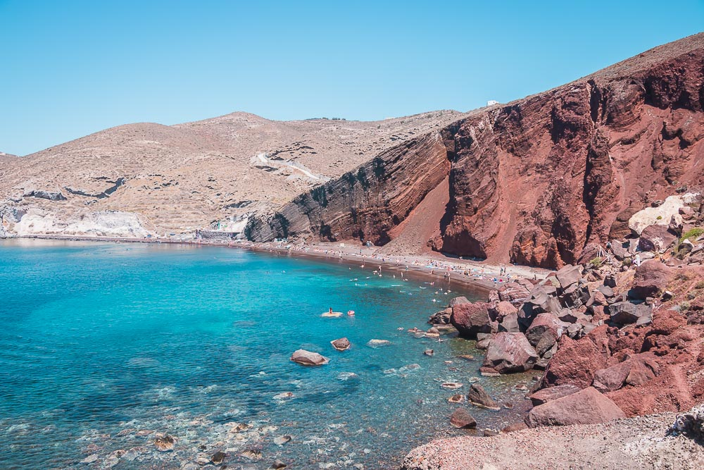 Red Beach und White Beach in Santorini im Juli in Griechenland